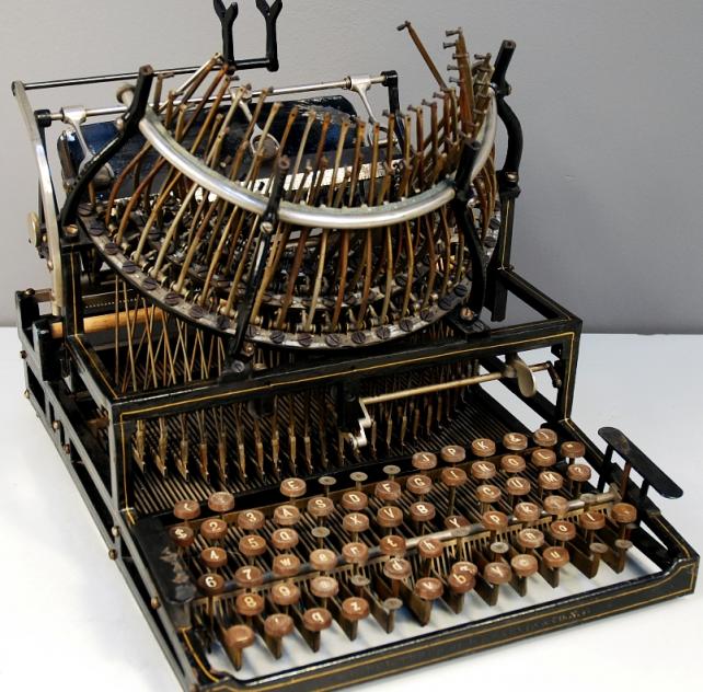 machine à écrire, pour répondre au questionnaire européen sur le système alimentaire communautaire